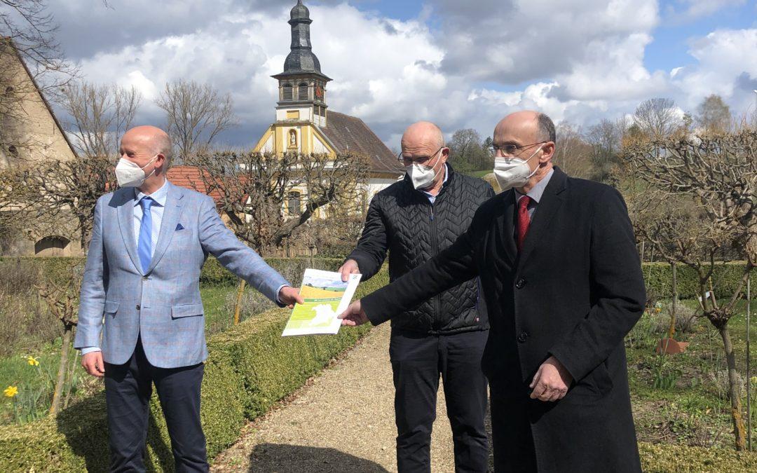 """Förderbescheidübergabe für das LEADER-Kooperationsprojekt """"Schloß Oberschwappach – Umgestaltung barocker Terassengärten und Schloßpark zum internationalen Begegnungs- und Erlebnisort"""""""